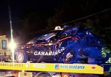 Ubriaco al volante travolge auto dei carabinieri durante for Disegni di posto auto coperto in piedi